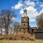 Drewniany kościół św. Jakuba Apostoła w Żabnie o konstrukcji sumikowo-łątkowej (wybudowany w 1789 roku)