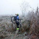 Zimą drogi na łęgach są twardsze i suche – jedzie się szybciej