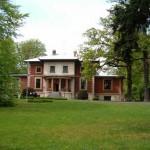 Wśród zadrzewień parkowych pałac-willa z 1882 przebudowana w 1900 i 45r