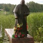 Byłem tu wiele razy ale jako papież po raz pierwszy i chyba ostatni. Tak brzmi napis na pomniku.