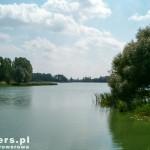 Jezioro Średzkie utworzone przez spiętrzenie Moskawy. Pow. ok 23 ha i dł 3,5 km