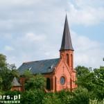 Mądre. Na szczycie wzniesienia neogotycki kościół św. Jadwigi z 1896-97r