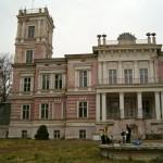 Pałac z 1877-80. Odnowiony w 1990
