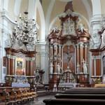 Słynący łaskami obraz Matki Boskiej Bolesnej z Dzieciątkiem w klasztorze o. franciszkanów.