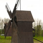 Odrestaurowane wiatraki w Osiecznej