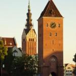 Elbląg. Wieża widokowa głębiej wieża katedralna