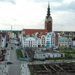 Widok na stare miasto z bramy targowej.