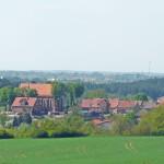 Kamionna z kościołem na wzgórzu