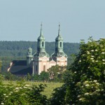 Zespół klasztorny Paradyż. Widok z żółtego szlaku pieszego