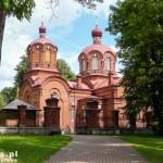 Białowieża. Cerkiew powstała w latach 1895-1897. Godnym uwagi jest ikonostas z kolorowej majoliki.