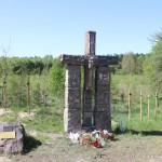 Na trasie Traktu Jenieckiego – 'Pamięci oficerów francuskich z oflagów II D i II B zmarłych w niewoli w latach 1940-45 …'.