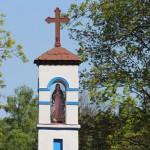 Przydrożna figurka Matki Bożej