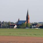 Czarne Małe – neogotycki kościół p.w. Najświętszego Serca Pana Jezusa z 1870 roku, z daleka widoczną wieżą