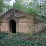 Miłkowo -około 0,5 kilometra na północ od wsi znajduje się cmentarz ewangelicki (nieczynny) z dobrze zachowanymi grobowcami rodzinnymi w formie mauzoleów (z 1870 roku i końca XIX wieku).