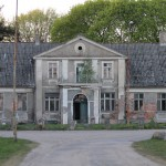 Miłkowo – w części północnej wsi powstał dwór – siedziba właściciela majątku. Dziś popada w ruinę