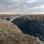 Na wyspę dostaliśmy się od strony południowej mostem zbudowanym w 1968 roku