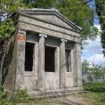 Zdbowo. Zdewastowane mauzoleum rodziny Ree, z połowy XIX w o formach klasycystycznych