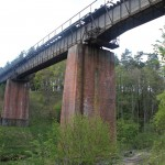 Most kolejowy na rzece Płociczna.