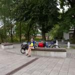 Guben – centrum. Poranna kawa przy fontannie.