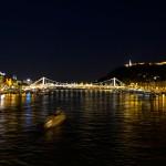 Życie nocne. Widok na Dunaj, most łańcuchowy i wzgórze Gellerta