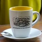 Pijąc kawę zastanawiamy się jak to możliwe, że kawiarnia utrzymuje się tylko dzięki rowerzystom