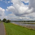 Kanał Hohensaaten-Friedrichsthaler łączy się poprzez dwie śluzy z Odrą