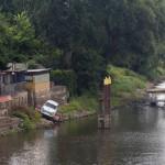 Eisenhüttenstadt nazwa miasta oznacza w języku niemieckim 'Miasto Huty Żelaza'. Przez miasto przechodzi Kanał Odra-Sprewa łączący je drogą wodną z Berlinem. Na zdjęciu Trabi – tratwa