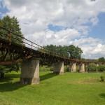 Kolejowy most żelazny. Linia zamknięta w 2001 r