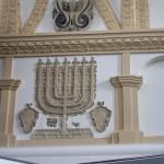 W Szczebrzeszyńskiej synagodze. Przy wejściu znajduje się informacja turystyczna