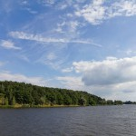 Po stronie niemieckiej jest Park Narodowy Dolnej Doliny Odry a po stronie polskiej Park Krajobrazowy Dolina Dolnej Odry i Cedyński Park Krajobrazowy