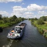 Naszą barkę z Niderfinow spotkaliśmy tego dnia jeszcze dwa razy. Tu na kanale Hohensaaten-Friedrichsthaler (kanał płynący równolegle do Odry).