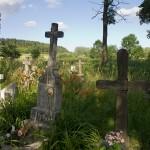 Werchrata. Cmentarz ze starymi nagrobkami i mogiłą członków UPA z Werchraty