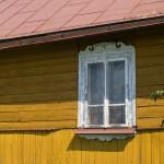 Gorajec. Ciekawa ornamentyka okna