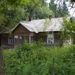 Drewniany dom z gankiem