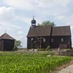 Zieliniec. Kościół z ok XVII w odrestaurowany w 1983-88