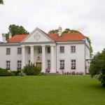 Grochowiska Szlacheckie – pałac z końca XVIIIw, przebudowany. Przy pałacu resztki parku krajobrazowego