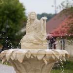 W centrum fontanna z Marysieńką