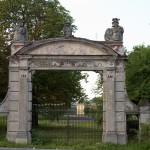 Kościelec. Brama do pałacu