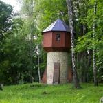 Wieża ciśnień na terenie zespołu pałacowego