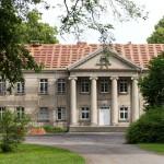 Kopaszewo. Pałac klasycystyczny z 1800-01, przebudowany w 1892, z czterokolumnowym portykiem jońskim w fasadzie frontowej