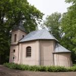 Kopaszewo. Przy pałacu późnobarokowa kaplica NMP Śnieżnej z 1794r. Obok lipa o obwodzie 515 cm (2005r)