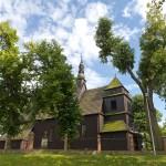 Domachowo – ośrodek folkloru biskupiańskiego. Na zdjęciu drewniany kościół św. Michała z 1568r, przebudowany i gruntownie odnowiony