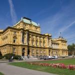 Budynek Chorwackiego Teatru Narodowego jest jednym z reprezentacyjnych teatrów wzniesionych w stylu historycznym w miastach Europy wschodniej i środkowej