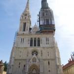 Katedra była wielokrotnie przebudowywana. Obecny neogotycki kształt wraz z fasadą powstał na przełomie XIX i XX w