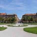 Plac króla Tomisława przed pawilonem