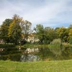 Pałac w Krośnicach w otoczeniu parku