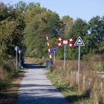 Część znaków nawiązuje do oznaczenia trasy kolejki wąskotorowej