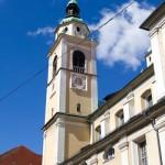 Katedra Świętego Mikołaja, świątynia rzymskokatolicka Obecna barokowa budowla posiadająca dwie bliźniacze wieże pochodzi z początku XVIII wieku.