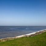 Płytkie wody zalewu Schaprode oddzielają Ummanz od wyspy Hiddensee