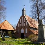 Ummanz kościół p.w. NMP, (St.-Marien Kirche) w Waase, pierwsza wzmianka o świątyni pochodzi z roku 1322